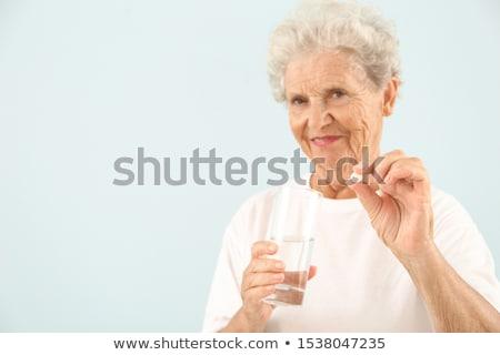 Senior vrouw glas water pillen geneeskunde Stockfoto © dolgachov