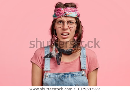 Permanente jonge vrouw verkwistend kleding vrouwen Stockfoto © phbcz