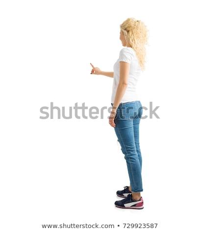 Mulher jovem indicação invisível tela branco mão Foto stock © wavebreak_media