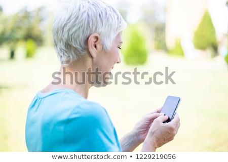 シニア 女性 スポーツウェア スマートフォン 屋外 肖像 ストックフォト © boggy