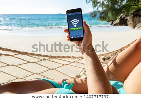 Vrouw hangmat gratis draadloze internet mobiele Stockfoto © AndreyPopov