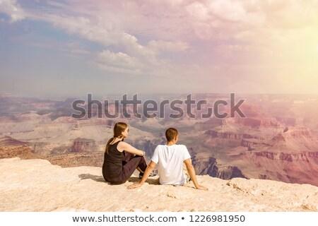 Női barátok elvesz Grand Canyon utazás turizmus Stock fotó © dolgachov
