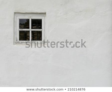 parede · de · tijolos · pequeno · windows · casa · edifício · vidro - foto stock © elxeneize