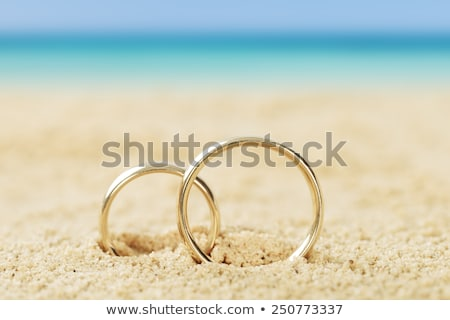 lila · gyűrű · vőlegény · menyasszonyok · kéz · mutat - stock fotó © maridav
