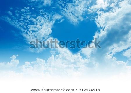 Kalp gökyüzü beyaz mavi gökyüzü asılı doğa Stok fotoğraf © user_8545756