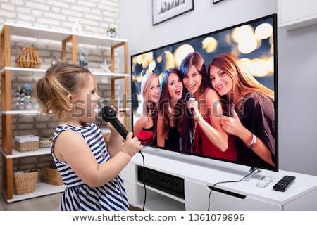 Mutlu kız şarkı söyleme şarkı mikrofon televizyon Stok fotoğraf © AndreyPopov