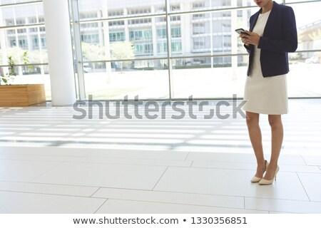 Düşük bölüm genç işkadını cep telefonu Stok fotoğraf © wavebreak_media