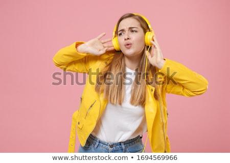 bastante · nina · escuchar · música · aislado · blanco - foto stock © Nobilior