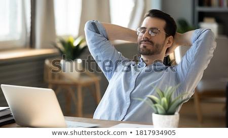 cansado · hombre · de · negocios · dormir · portátil · ordenador · portátil · negocios - foto stock © feedough