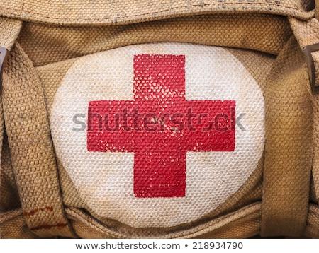 Retro eerste hulp zak geïsoleerd witte geneeskunde Stockfoto © gemenacom