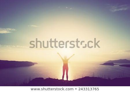 vrouw · handen · omhoog · top · berg · wandelaar · rugzak - stockfoto © photocreo