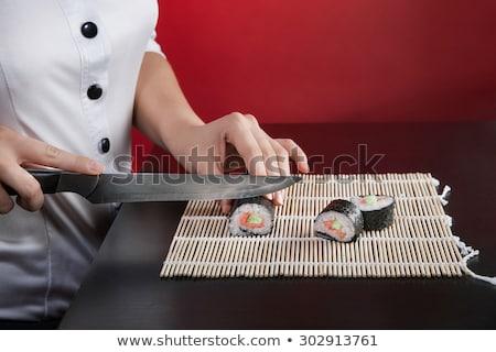 Foto stock: Menina · faca · cortar · peixe · peças · carpa