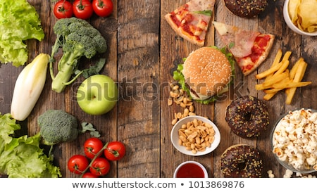 Sağlıklı sağlıksız gıda çocuk cam mutfak yeşil Stok fotoğraf © zurijeta