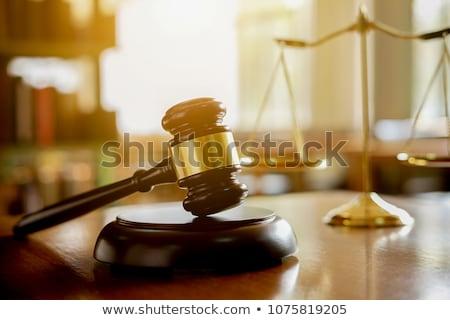 Rechter justitie hamer tabel boeken recht Stockfoto © racoolstudio