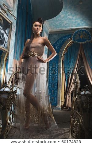 Frumos modă femeie aur rochie elegant Imagine de stoc © Victoria_Andreas
