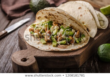 carne · de · porco · sino · pimentas · grelhado · abacate · cebolas - foto stock © peteer