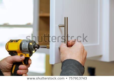 Mannelijke klusjesman kabinet deur vrouw Stockfoto © AndreyPopov