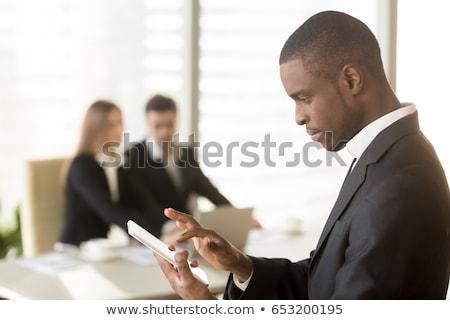 Okostelefon emberek küldés üzenet főnök munkás Stock fotó © robuart