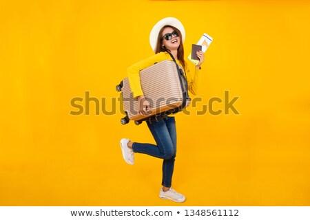 sonriendo · caucásico · mujer · maleta · mochila · viajero - foto stock © Qingwa