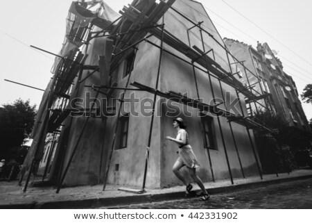 Stok fotoğraf: Stil · kız · sokak · fotoğraf · siyah · beyaz · mutlu