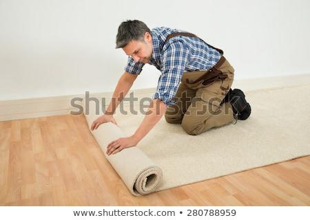 homme · tapis · travaux · maison · intérieur - photo stock © photography33