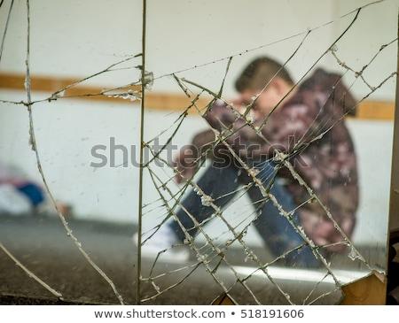 Man gebroken spiegel verlaten interieur zwart wit Stockfoto © sirylok