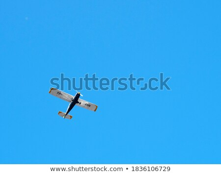 Klein Blauw vliegtuig hemel veld gras Stockfoto © premiere