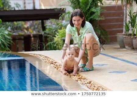 sorridente · bela · mulher · little · girl · piscina - foto stock © anna_om