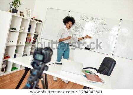 ストックフォト: 小さな · 教師 · 立って · ホワイトボード · 教室 · 眼鏡
