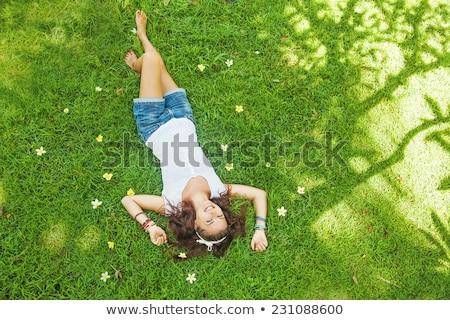 Fiatal szépség barna hajú fektet fű nő Stock fotó © konradbak