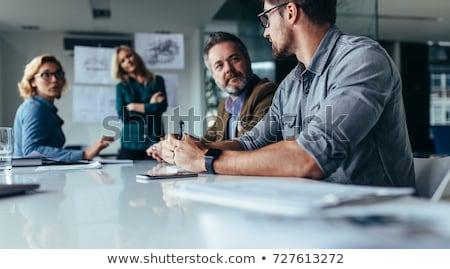 Foto stock: Casual · reunión · de · negocios · negocios · ordenador · oficina · tecnología