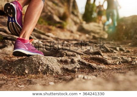 Vrouw lopen bergen parcours jonge vrouw kruis Stockfoto © blasbike