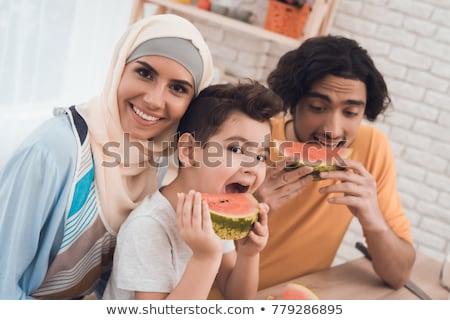 Stockfoto: En · gezin · uit · het · Midden-Oosten · dat · van · een · maaltijd · geniet