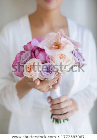 Menyasszony fürdőköpeny tart esküvői csokor virág esküvő Stock fotó © ruslanshramko