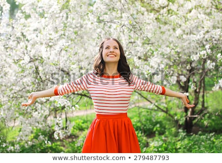 jonge · vrouw · genieten · voorjaar · bloesem · boom · jonge - stockfoto © galitskaya