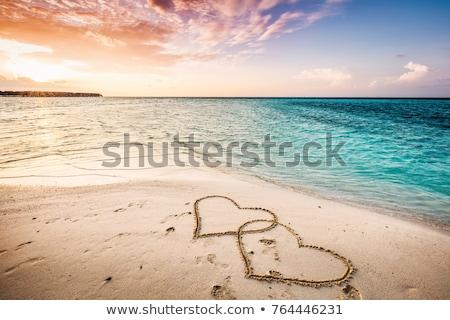 Spiaggia amore cuore romantica onde caldo Foto d'archivio © morrbyte