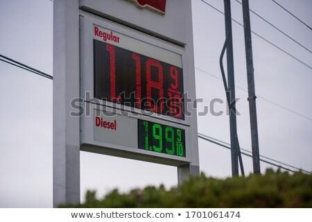 magas · benzin · árak · benzinkút · felirat · mutat - stock fotó © leeser