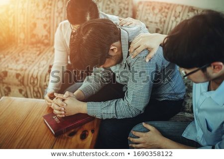 Férfi imádkozik Biblia fa asztal könyv ima Stock fotó © wavebreak_media