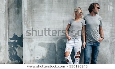 genç · güzel · bir · kadın · beton · duvar · bakıyor · kamera - stok fotoğraf © pekour