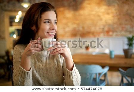Glimlachende vrouw drinken cafetaria glimlachend mooie jonge vrouw Stockfoto © d13