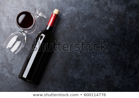 Vin rouge bouteille verres mur de pierre espace vin Photo stock © karandaev