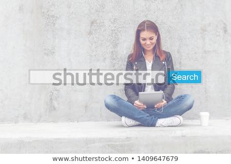 タブレット · 検索 · バー · アップ · 紙 - ストックフォト © wavebreak_media