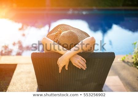 Kadın yaz tatili oturma yüzme havuzu hasır şapka Stok fotoğraf © Kzenon