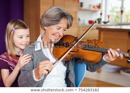 Enkelkind beobachten Oma Musik Frau Stock foto © IS2