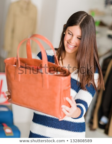 Nő vásárol pénztárca bolt barátság bevásárlószatyor Stock fotó © IS2