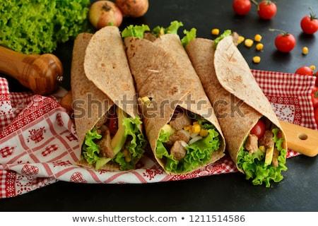 Tortilla kip plantaardige brood diner tomaat Stockfoto © M-studio