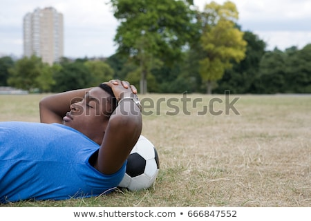 Tizenéves fiú pihen futball fa park fiatalság Stock fotó © IS2
