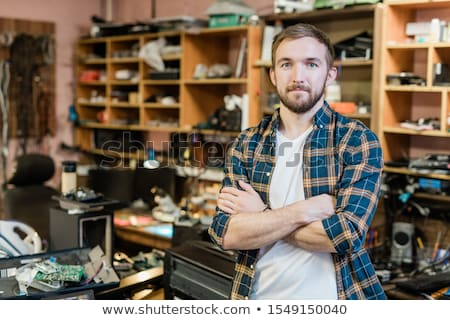 Fiatal profi szerelő törött kütyük karok Stock fotó © pressmaster