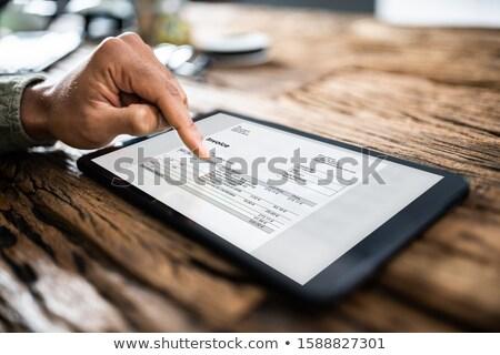 Femme d'affaires facture comprimé numérique femme Photo stock © AndreyPopov