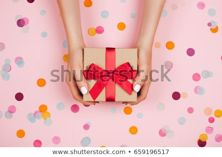 Kadın el kırmızı sarı hediye kutusu Stok fotoğraf © vkraskouski